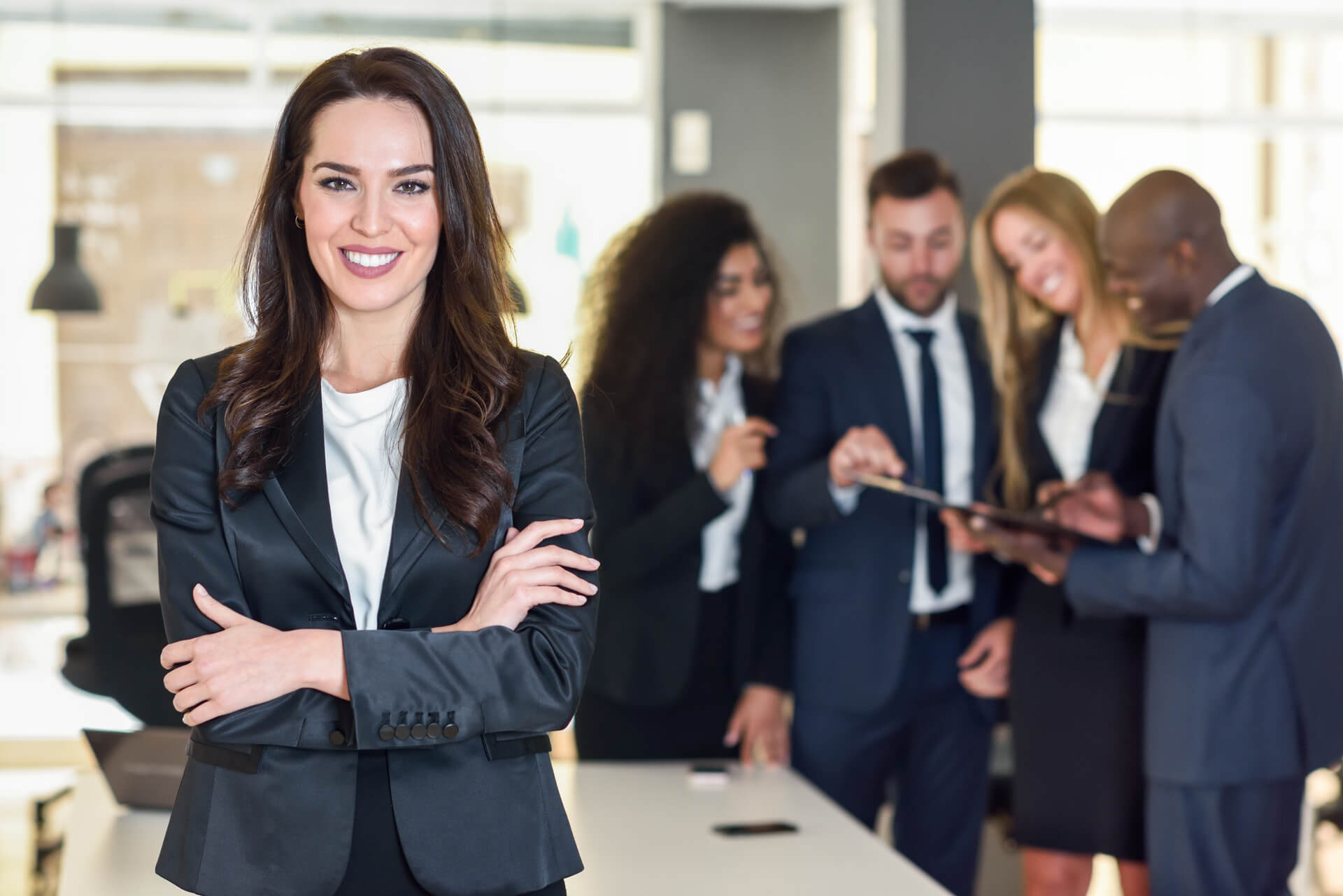 businesswoman-leader-modern-office-with-businesspeople-workin